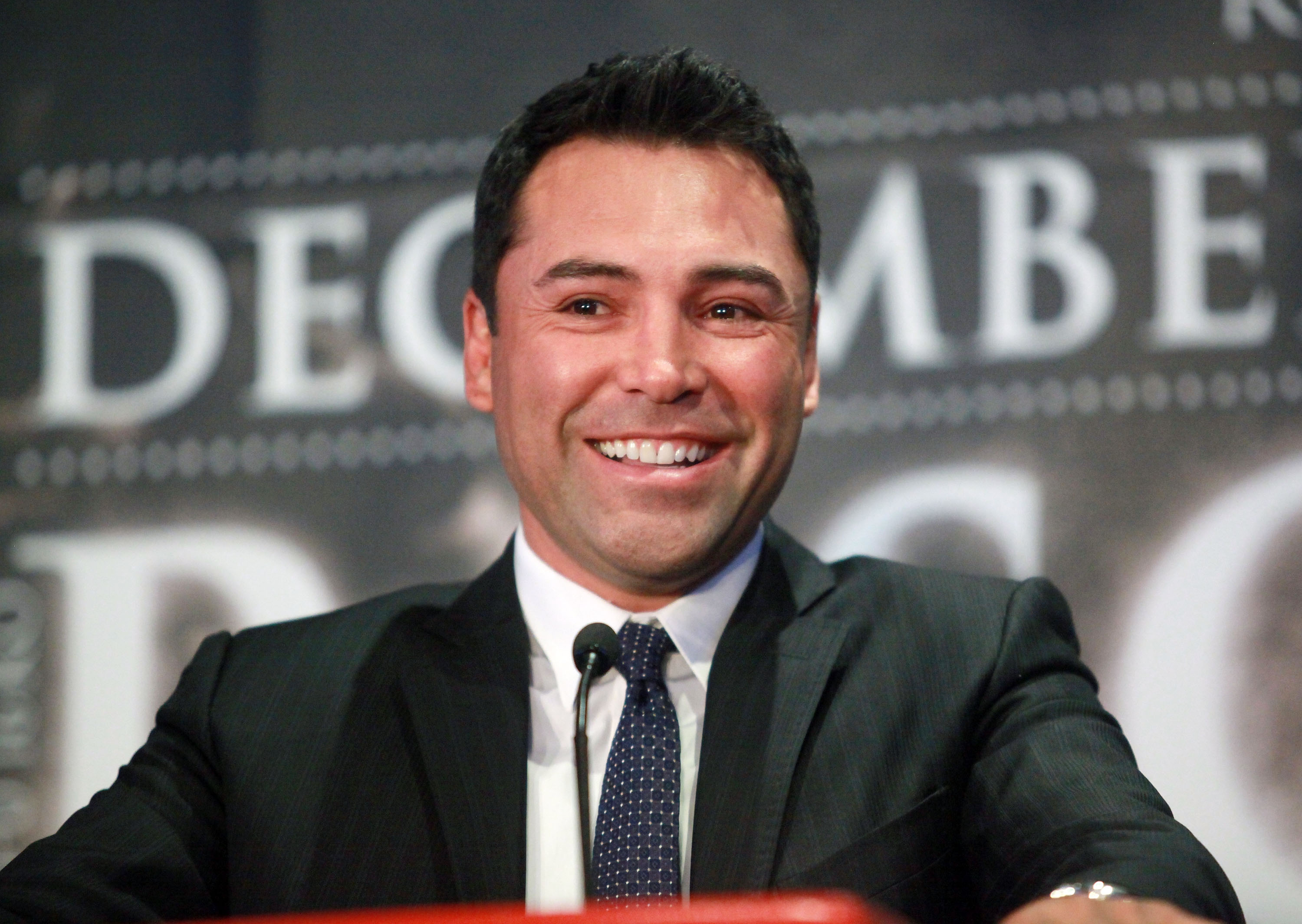 Oscar de la Hoya earned a  million dollar salary - leaving the net worth at 200 million in 2017
